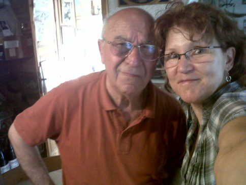 Lino Maga mit Katrin Walter, leider nur auf einem Foto von alter Handykamera (2011). Foto: Katrin Walter
