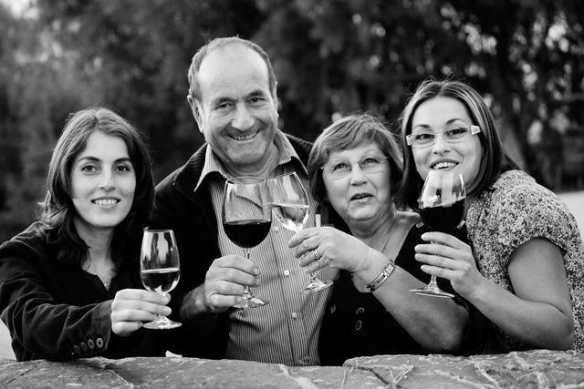 Auf dem Foto sieht man die Familie von Alfonso Pellegrini (v.l.n.r.) Barbara Alfonso Loretta Sara