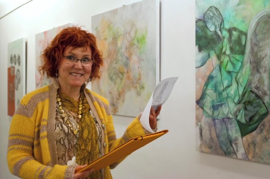 Katrin Walter bei der PR-Arbeit auf der Vernissage in Rom (Foto: Bettina Roeder). Der Mauerfall machte es möglich, dass sie diesen Job tun kann/konnte..