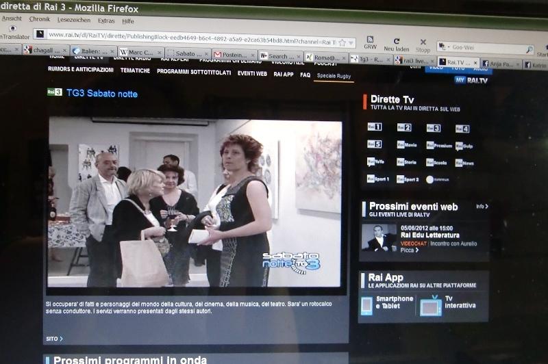 """Die Vernissage im italienischen Fernsehen in der Sendung """"SABATO NOTTE"""" von RAI3. Nur dank des Mauerfalls konnte die PR-Frau Katrin Walter dieser Veranstaltung kommunikativ begleiten."""