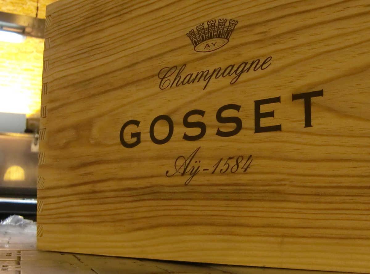 Holzkiste für Champagnerflaschen aus dem Traditionshaus Gosset. Foto: Katrin Walter