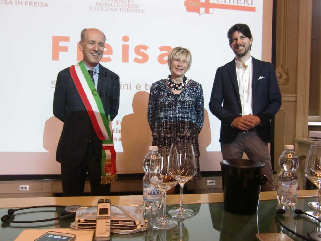 Begrüßung zur Freisa-Masterclass in Chieri durch den Bürgermeister, die Landwirtschaftreferentin und den Präsidenten des Konsortiums. Foto: Katrin Walter