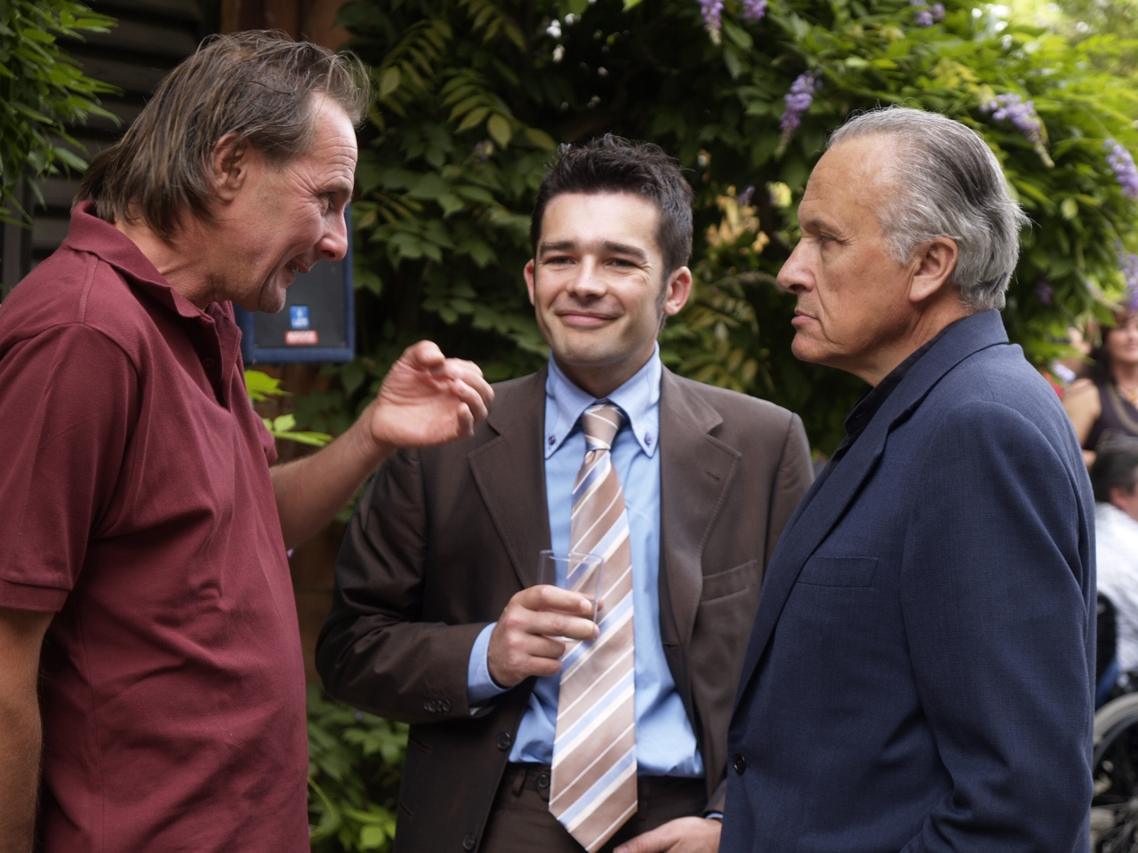 Walter Massa im Gespräch mit Angelo Gaia und Massimiliano Dolci der Enoteca WineNot, Tortona (Foto: WineNot)
