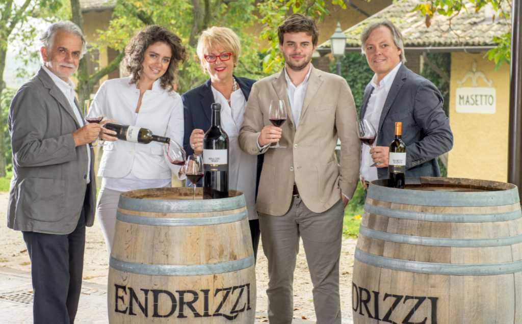 Die Familie: Paolo, Lisa Maria, Christine, Daniele Endrici und Thomas Kemmler. Foto: Matteo De Stefano für (Serpaia di) Endrizzi