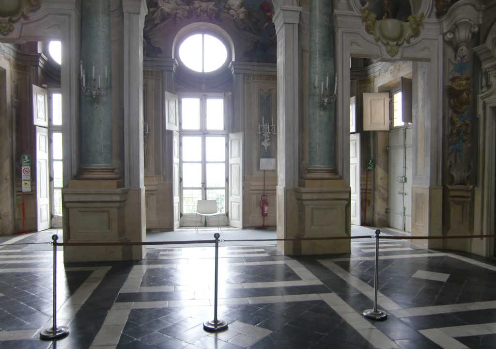 Großer Saal in der Villa della Regina mit Licht durchflutet. Foto: Katrin Walter - simply walter