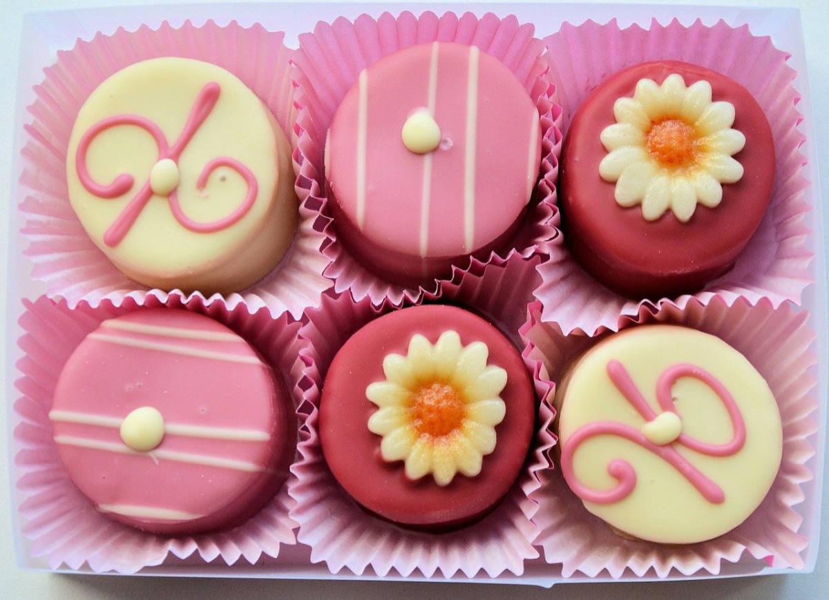 Kleine Köstlichkeiten zum Naschen in Rosa, Pink und Creme