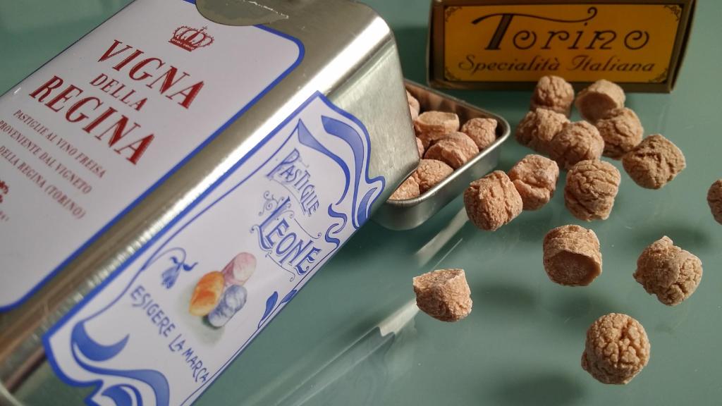 Die Pastiglie Leone mit dem Geschmack des Freisa Superiore der Villa della Regina in Turin - Limited Edition. Foto Katrin Walter - simply walter