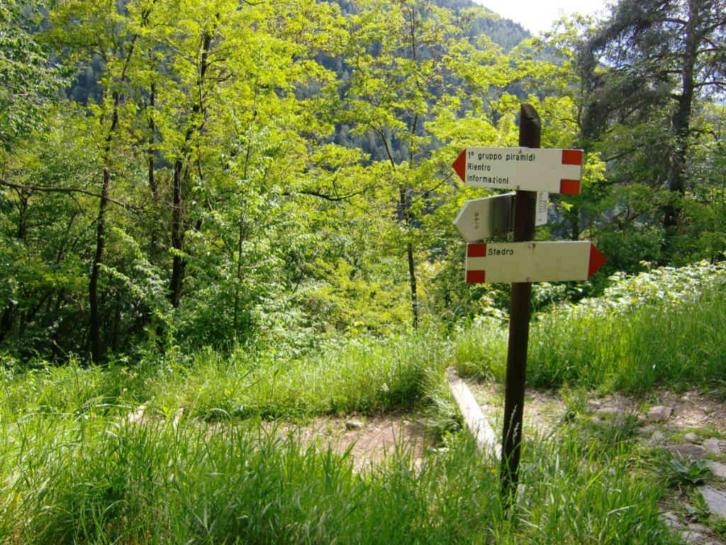 Beispiel einer Wanderweg-Kennzeichnung im Cembratal. Foto: Katrin Walter - simply walter