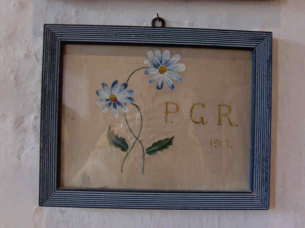 Stickerei im Rahmen: Danksagung aus dem Jahr 1917 für eine erfüllte Fürbitte in der Kirche San Leonardo in Lisignago, Cembratal. Foto: Katrin Walter – simply walter