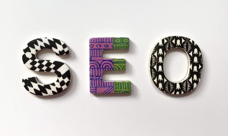 Drei Buchstaben: SEO. Die SEO ist vielleicht das Wichtigste nach der Entwicklung von Webdesign und dem Aufbau der Website. Interview Katrin Walter - simply walter